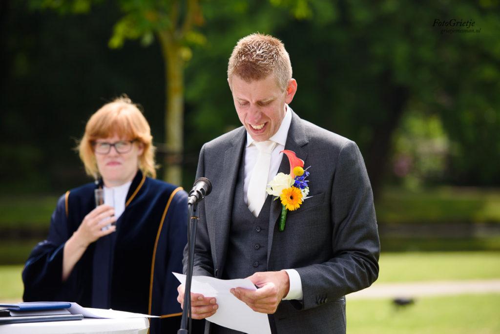 Bruiloft kerk en Sassennest in Sassenheim, bruidsfotografie door trouwfotograaf Grietje Mesman