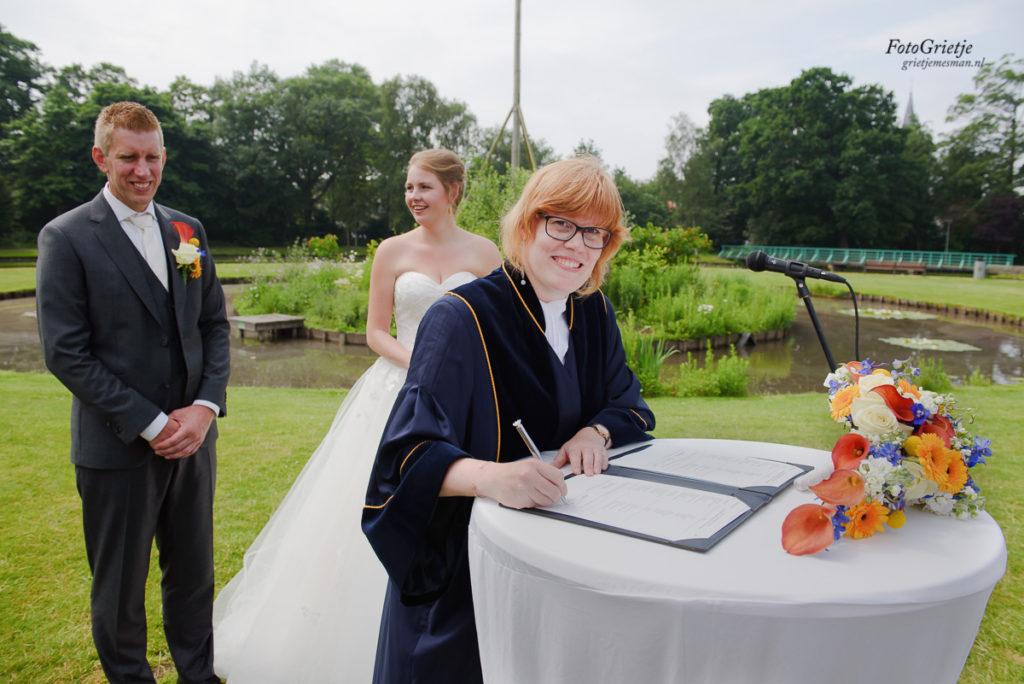 Bruiloft Sassennest in Sassenheim, bruidsfotografie door trouwfotograaf Grietje Mesman